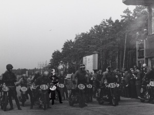 Race about to start in Dessau 1950, number 68